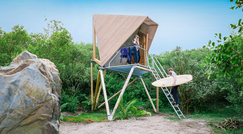 A Kudhva, is an architectural cabin that you can book to stay in, located in North Cornwall in the UK